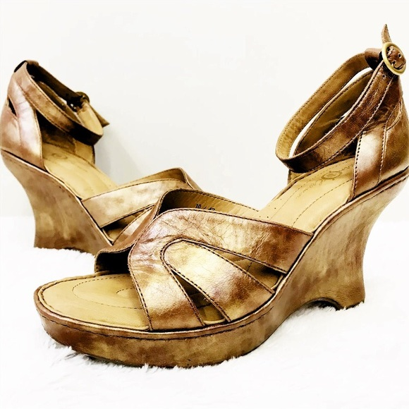 Born Shoes Copper Gold Metallic Wedge Sandal Heels